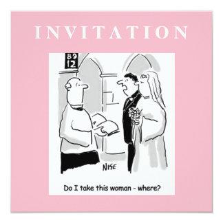 Invitación divertida del boda. Novio y vicario