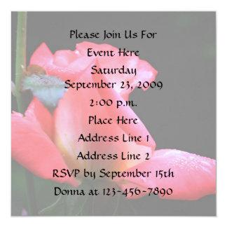 Invitación elegante floral del capullo de rosa