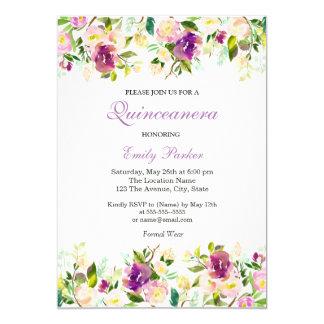 Invitación elegante floral púrpura de Quinceanera