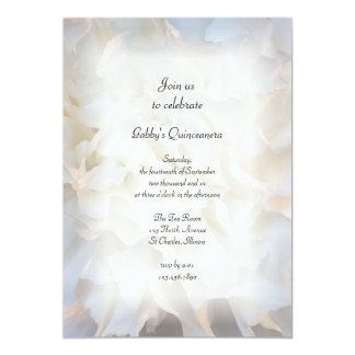 Invitación floral blanca del fiesta de Quinceañera