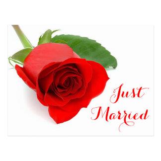 Invitación floral casada roja del boda del rosa postal