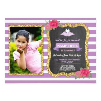 Invitación floral de la púrpura del brillo del oro