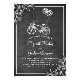 Invitación floral del boda de la pizarra negra y