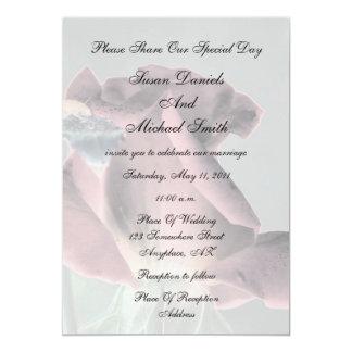 Invitación floral del boda del capullo de rosa