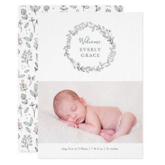 Invitación floral delicada del nacimiento