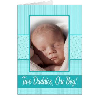Invitación gay del nacimiento de los papás del tarjeta de felicitación