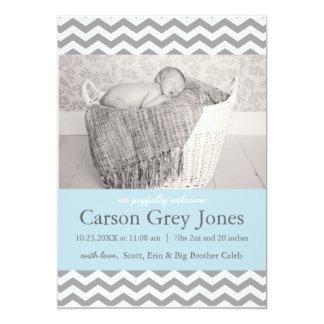 Invitación gris del nacimiento del bebé de Chevron
