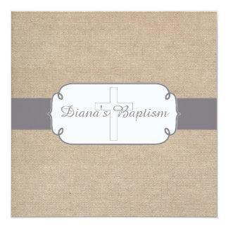 Invitación gris y beige rústica del bautismo de la
