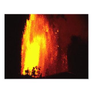 Invitación hawaiana de la lava del volcán invitación 10,8 x 13,9 cm