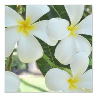 Invitación hawaiana del boda del Plumeria
