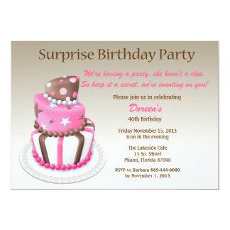 Invitación inclinada del cumpleaños de la sorpresa
