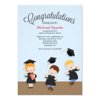 Invitación joven de la graduación del graduado del