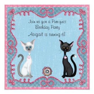 Invitación linda del cumpleaños del gato del invitación 13,3 cm x 13,3cm