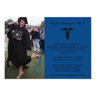 Invitación médica azul de la graduación de la