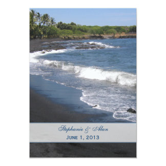 Invitación negra del boda de playa de la arena