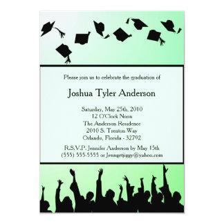 Invitación negra verde de la fiesta de graduación