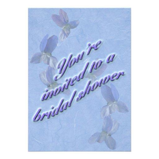 Invitación nupcial de la ducha de las violetas