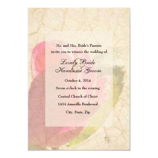 Invitación pálida del boda del pergamino del