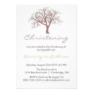 Invitación púrpura caprichosa del bautizo del árbo
