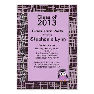 Invitación púrpura de la graduación del búho