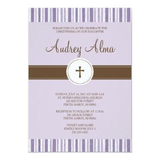 Invitación púrpura de la raya del bautizo