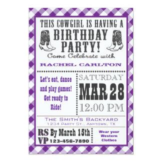 Invitación púrpura del cumpleaños de la vaquera de
