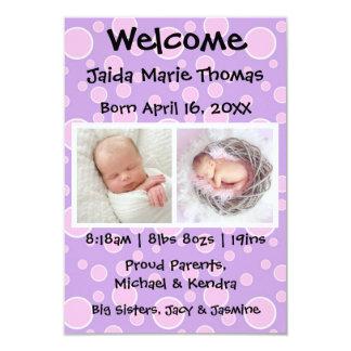 invitación púrpura del nacimiento de los puntos y