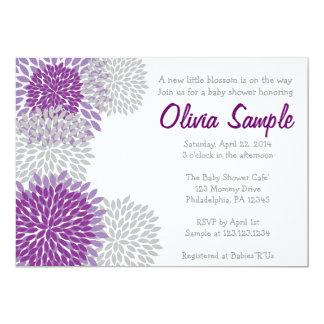 Invitación púrpura y gris de la fiesta de
