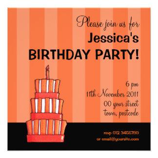 Invitación rayada anaranjada del cumpleaños de la