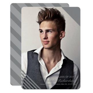 Invitación rayada gris 2017 de la graduación de la invitación 12,7 x 17,8 cm