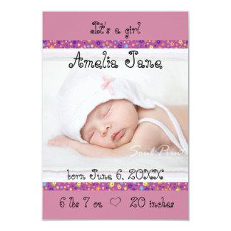 invitación recién nacida púrpura de la niña 3x5