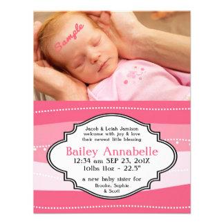 Invitación recién nacida rosada bonita del nacimie