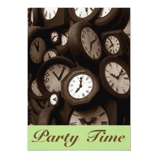 Invitación retra del tiempo del fiesta de la mano