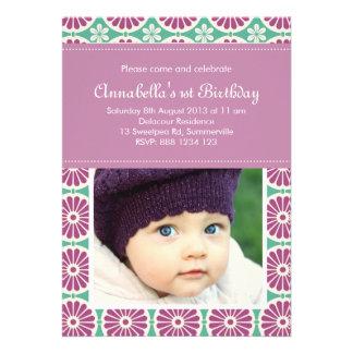 Invitación retra púrpura del cumpleaños de la foto