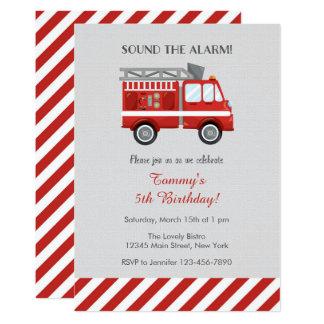 Invitación roja del cumpleaños del coche de