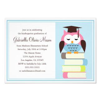 Invitación rosada/azul de la fiesta de graduación