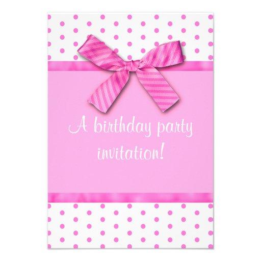 Invitación rosada brillante de la fiesta de cumple