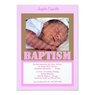 Invitación rosada contemporánea del bautismo para