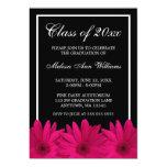 Invitación rosada de la graduación de la margarita