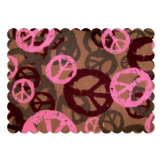 Invitación rosada de los signos de la paz de Brown