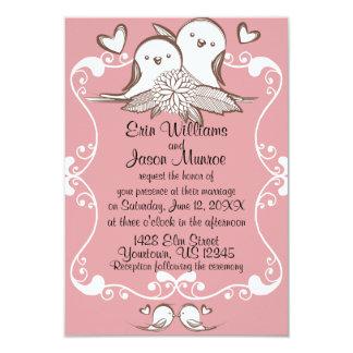 Invitación rosada del boda de los Lovebirds