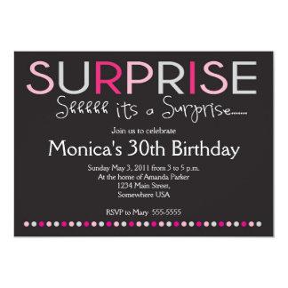 Invitación rosada del cumpleaños de la sorpresa