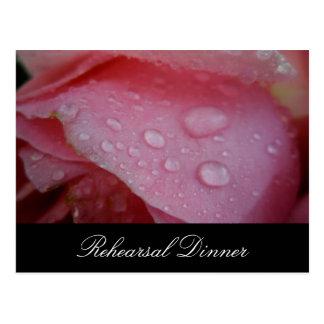 Invitación rosada del ensayo del boda del pétalo postal