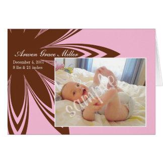 Invitación rosada del nacimiento de la flor tarjeta de felicitación