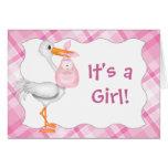 Invitación rosada del nacimiento de la niña tarjeta