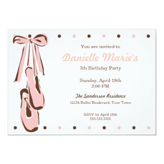 Invitación rosada dulce clásica del zapato de