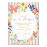 Invitación rosada floral del chica de la fiesta de