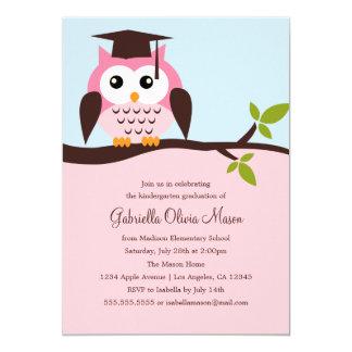 Invitación rosada linda de la fiesta de graduación