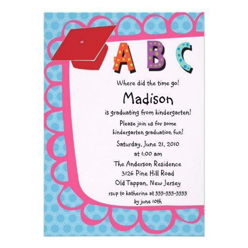 Invitación rosada LINDA de la graduación de la gua