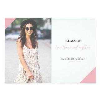 Invitación rosada mínima de la foto del graduado
